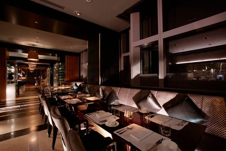 リッツカールトン東京: ヴォイドが手掛けたバー & クラブです。,モダン