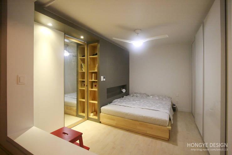 내추럴한 느낌의 16평 신혼집: 홍예디자인의  침실
