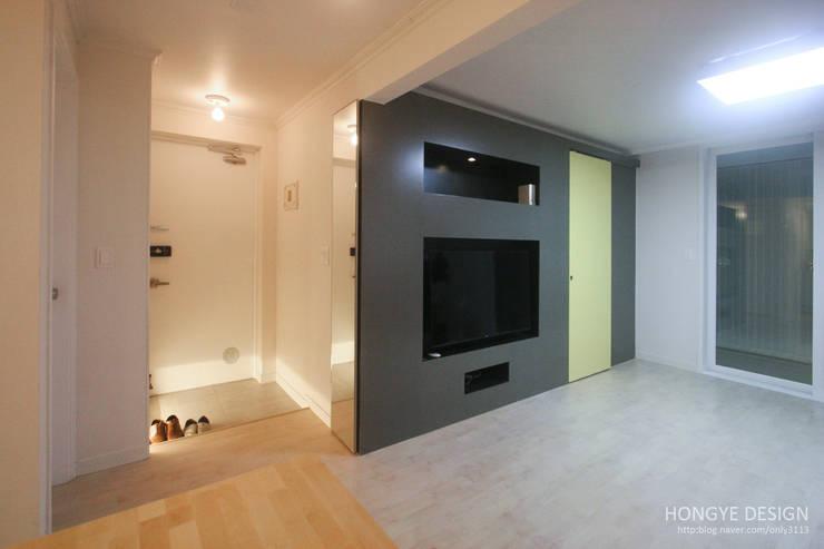 내추럴한 느낌의 16평 신혼집: 홍예디자인의  거실