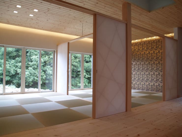 Salas de entretenimiento de estilo  por 一級建築士事務所ATELIER-LOCUS, Ecléctico Porcelana