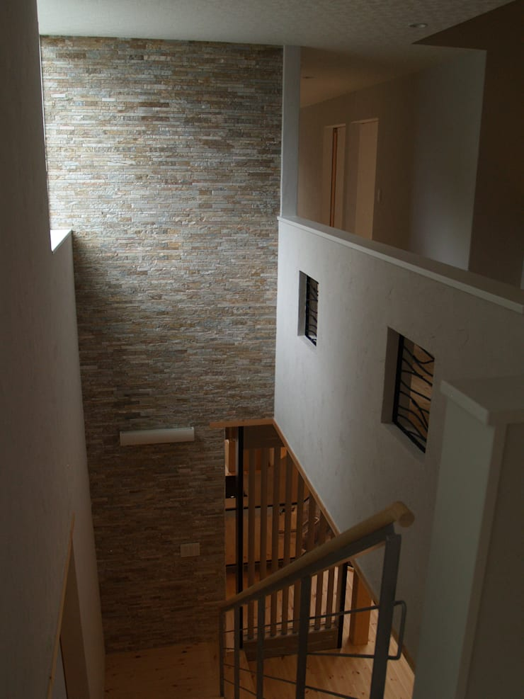 Eclectic style corridor, hallway & stairs by 一級建築士事務所ATELIER-LOCUS Eclectic Stone
