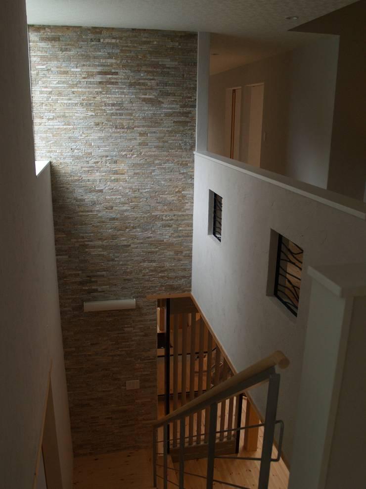 Flur & Diele von 一級建築士事務所ATELIER-LOCUS, Ausgefallen Stein