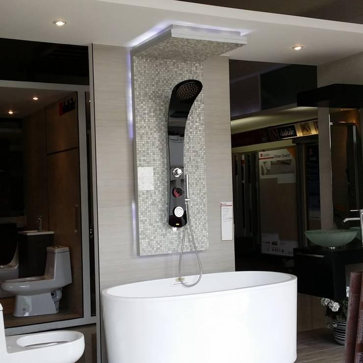 Panel de ducha de conexion superior: Baños de estilo  por Totalshower