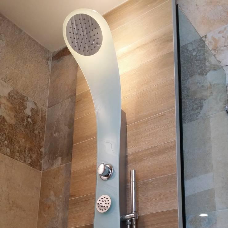 Cristal templado: Baños de estilo  por Totalshower