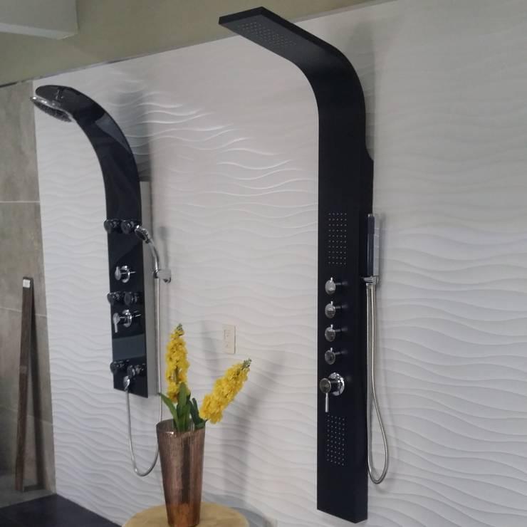 Paneles de aluminio y cristal: Baños de estilo  por Totalshower