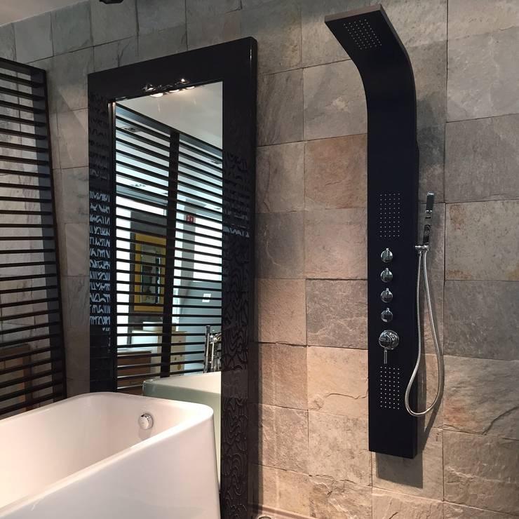 Aluminio color negro mate: Baños de estilo  por Totalshower