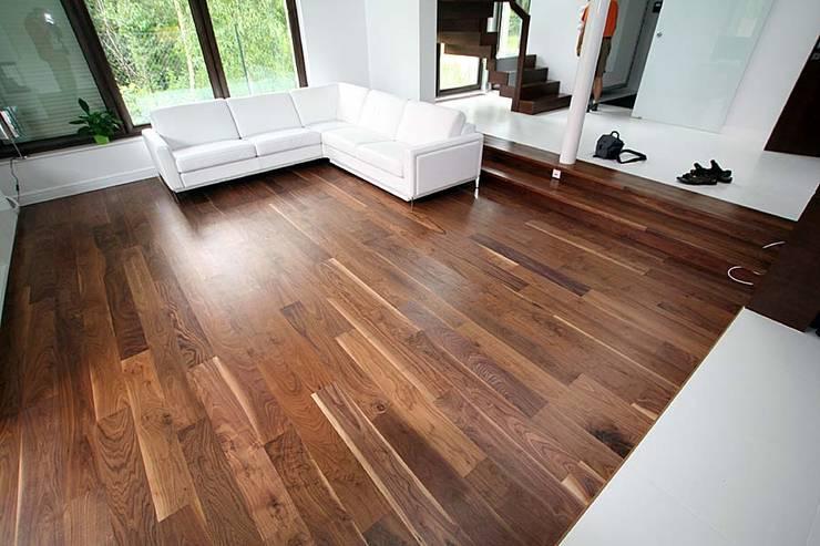 Parkiet drewniany. Realizacja podłogi drewnianej w Zielonej Górze.: styl , w kategorii  zaprojektowany przez PHU Bortnowski