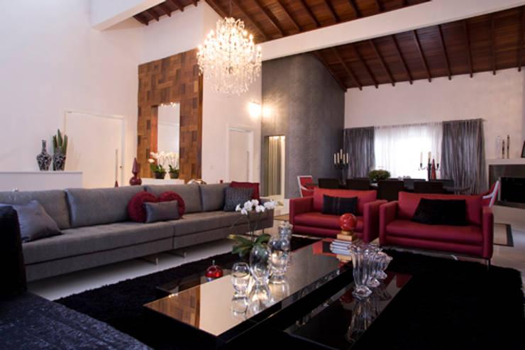 Casa em Vinhedo Condominio São Joaquim: Salas de estar  por Sandra Sanches Arq e Design de Interiores