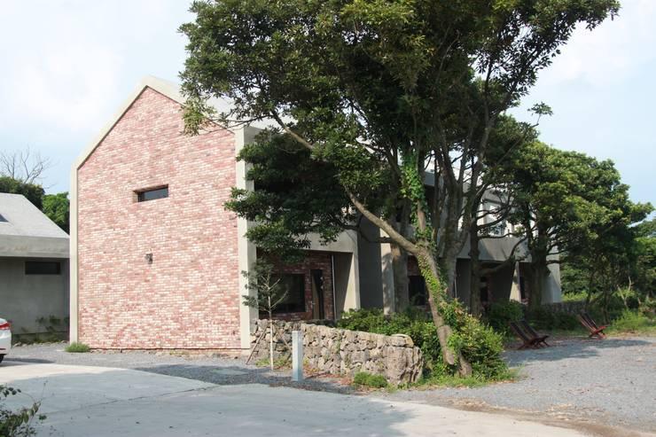 비로소 4´33´´ 게스트 하우스 : 아키제주 건축사사무소의  주택,모던