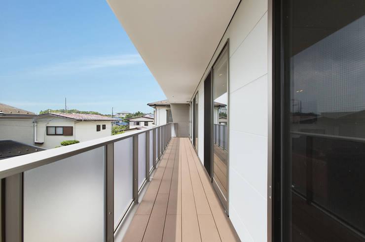 バルコニー: 秦野浩司建築設計事務所が手掛けたテラス・ベランダです。