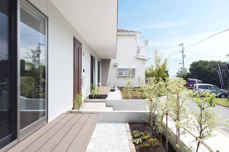 テラス: 秦野浩司建築設計事務所が手掛けたテラス・ベランダです。