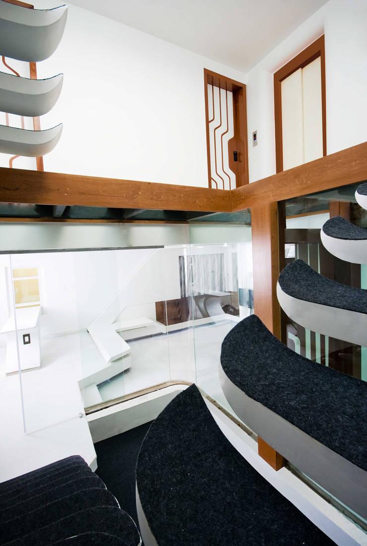 S-House:  Corridor & hallway by SDeG