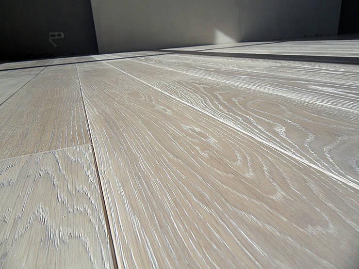 Podłoga drewniana - Dąb bielony. Realizacja w Warszawie.: styl , w kategorii  zaprojektowany przez PHU Bortnowski