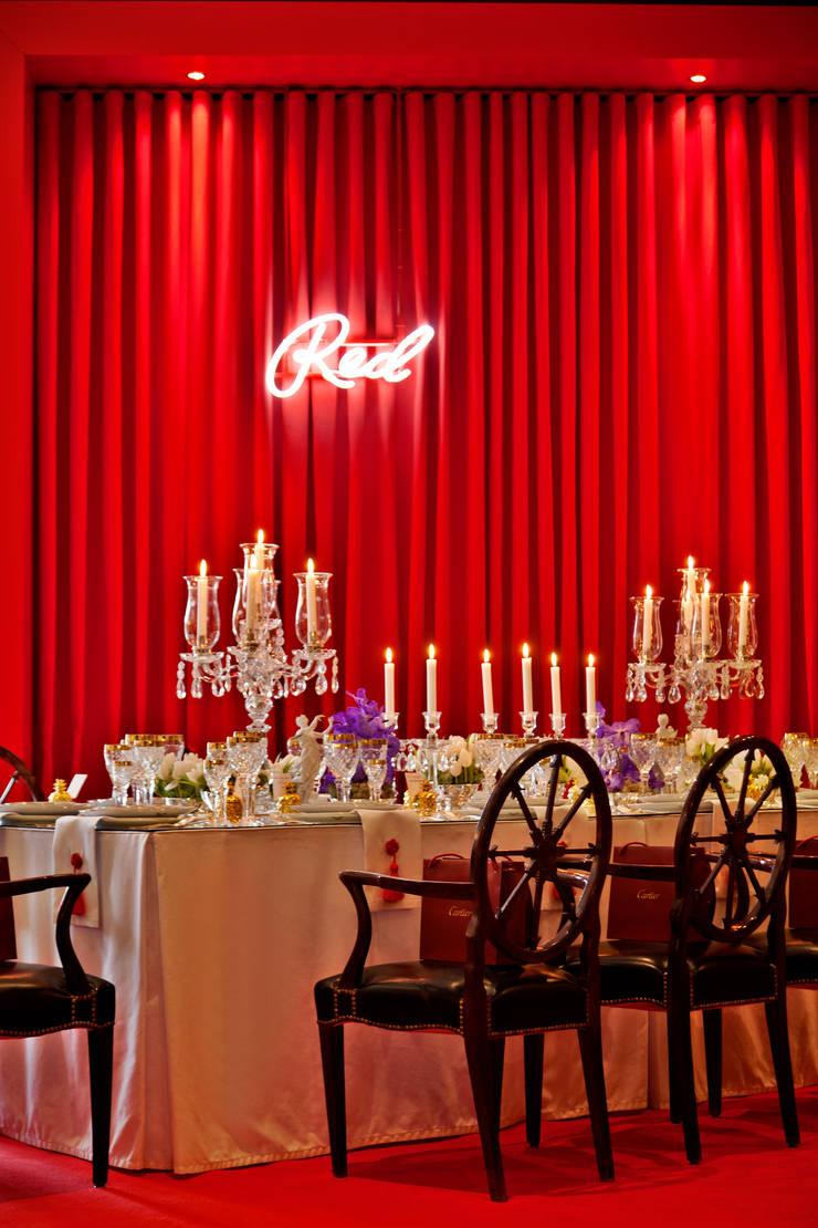 RED TABLE… : Salas de jantar  por Critério Arquitectos by Canteiro de Sousa