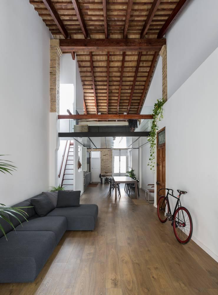 Rumah Modern Oleh amBau Gestion y Proyectos Modern