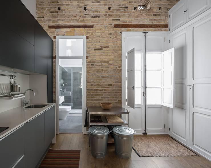 Dapur Modern Oleh amBau Gestion y Proyectos Modern