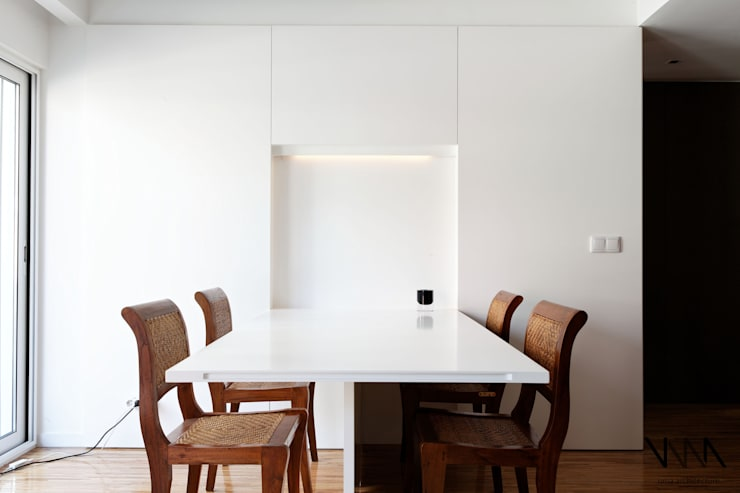 Mesa rebatível: Salas de jantar modernas por UMA Collective - Architecture