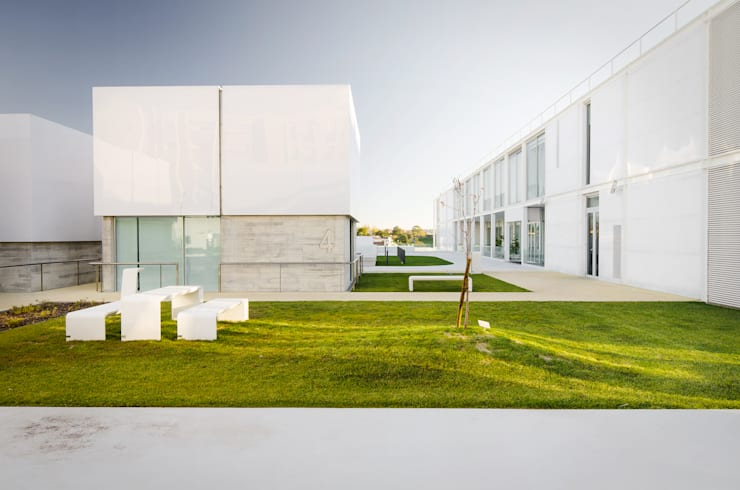 Elderly persons residence: Casas  por guedes cruz arquitectos