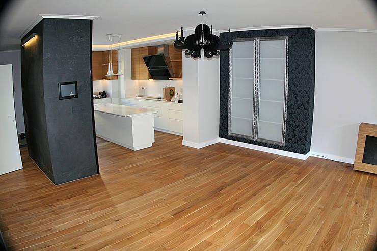 Parkiet - Dąb szczotkowany, olejowany. Realizacja podłogi drewnianej w Zielonej Górze.: styl , w kategorii  zaprojektowany przez PHU Bortnowski,