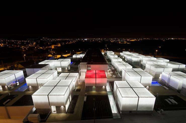 Vista Aérea Exterior Noite: Casas mediterrânicas por guedes cruz arquitectos