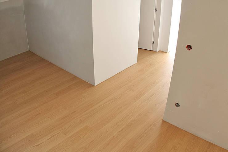Parkiet drewniany. Realizacja podłogi drewnianej w Nowym Sączu.: styl , w kategorii  zaprojektowany przez PHU Bortnowski