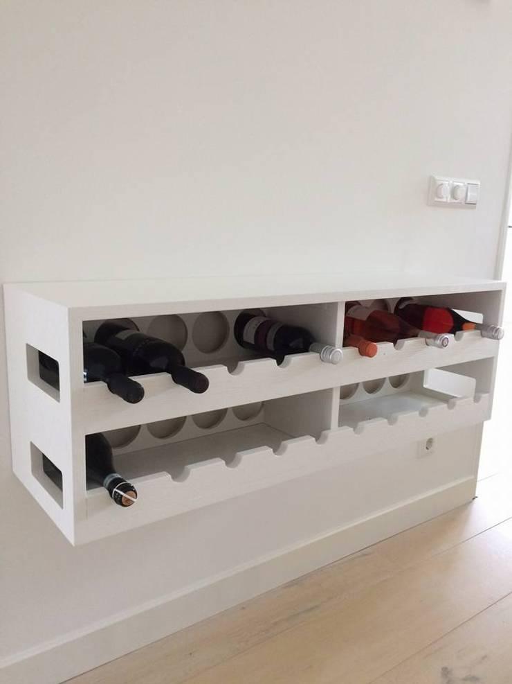 Wijnmeubel maatwerk:  Eetkamer door Aangenaam Interieuradvies