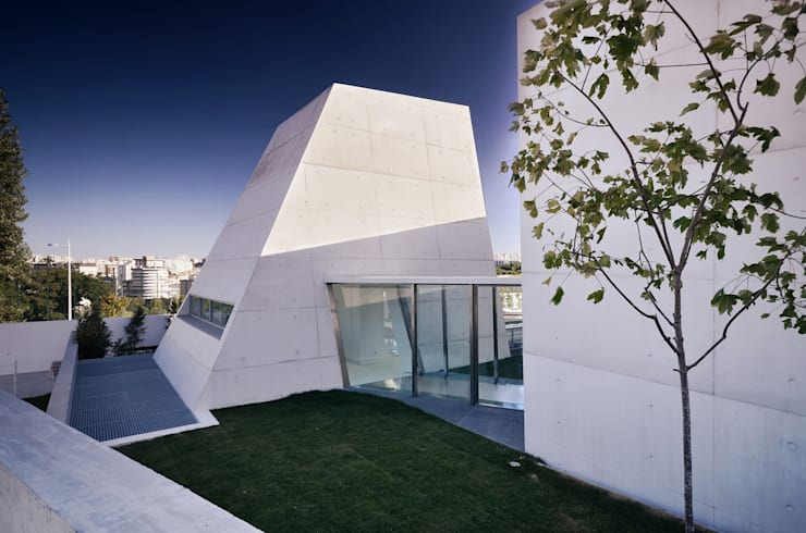 Casas de estilo minimalista por guedes cruz arquitectos