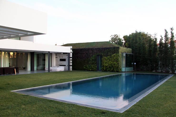 Buitenzwembad door guedes cruz arquitectos