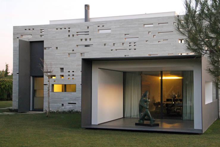 minimalistische Eetkamer door guedes cruz arquitectos