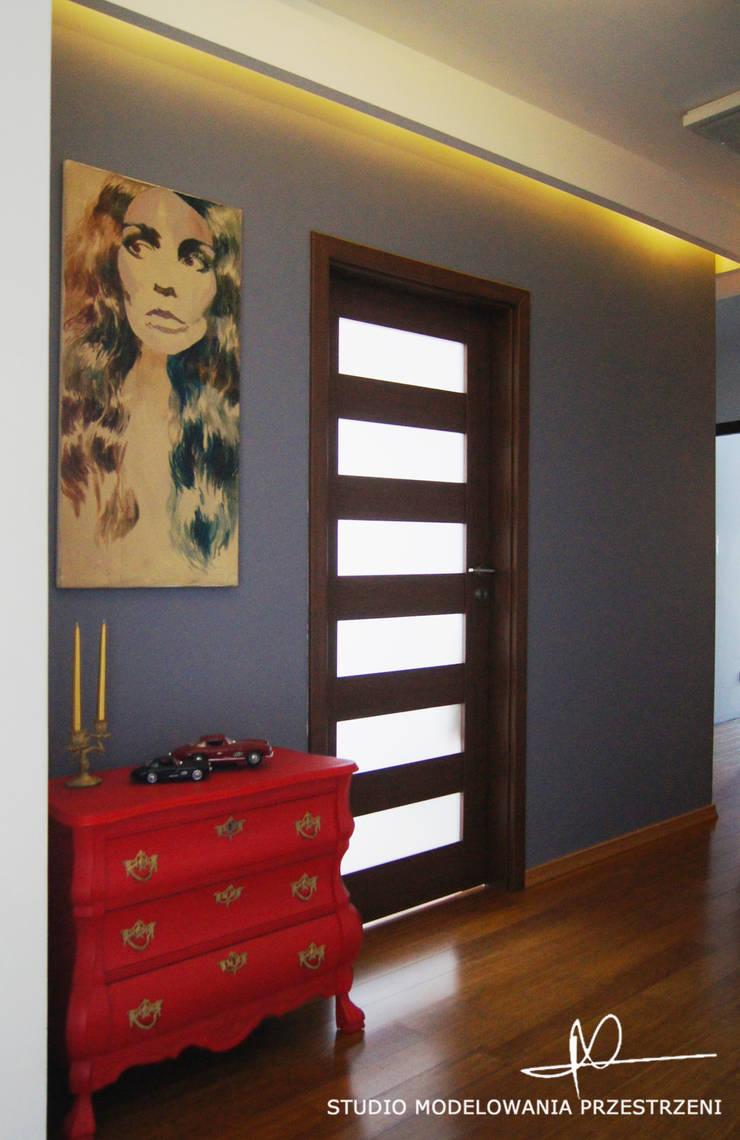 nowoczesne i przytulne mieszanie : styl , w kategorii Korytarz, przedpokój zaprojektowany przez Studio Modelowania Przestrzeni