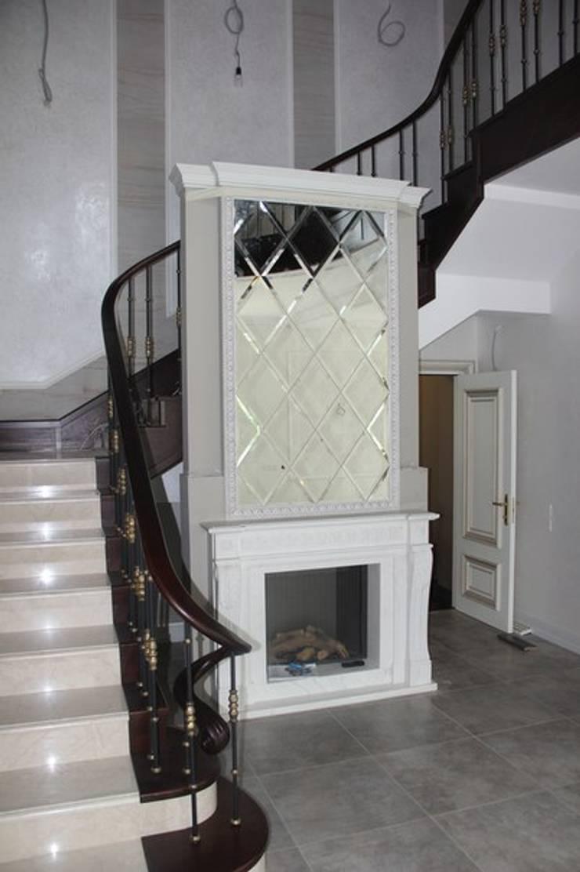 Зеркальная композиция/mirror composition: Прихожая, коридор и лестницы в . Автор – ReflectArt