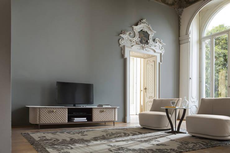 Soggiorno 4 - b: Soggiorno in stile in stile Classico di Alberta Pacific Furniture