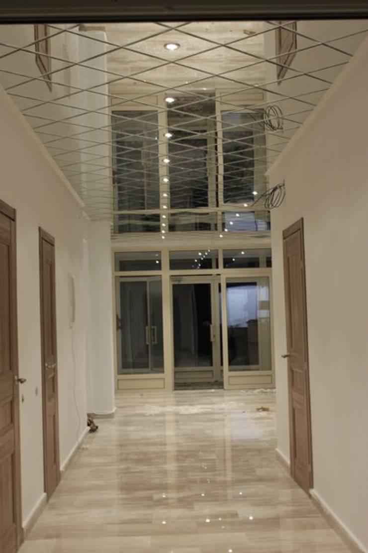 Зеркальный потолок: Прихожая, коридор и лестницы в . Автор – ReflectArt,
