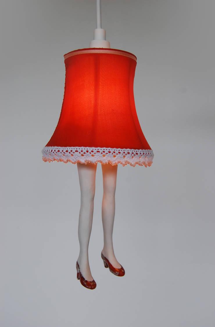 Lampje met beentjes: modern  door Marsha Metselaar, Modern Zijde Geel