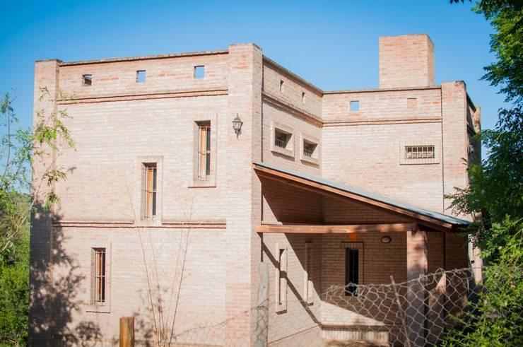 Vivienda en Mayu Sumaj: Casas de estilo  por Abitar arquitectura