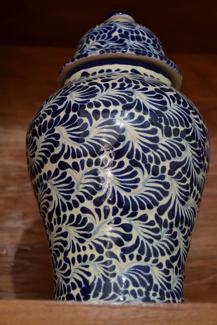 Talavera decorativa: Baños de estilo  por Maria Juana Art
