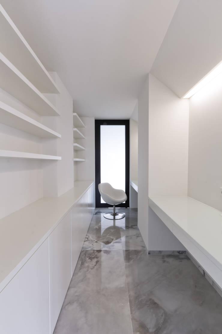 Apartamento Olivais: Escritórios e Espaços de trabalho  por nmdarq