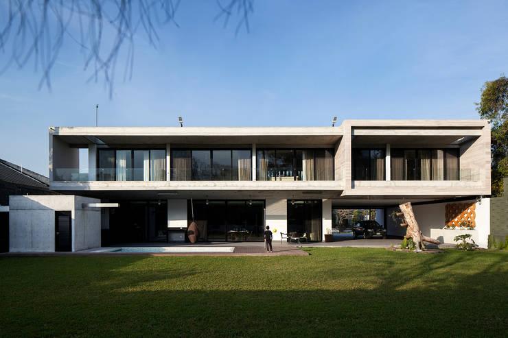 Fachada SUR: Casas de estilo  por WRKSHP arquitectura/urbanismo