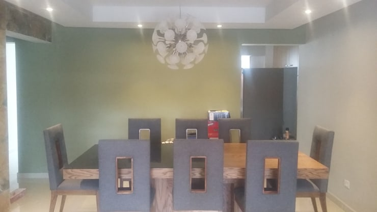 Столовая комната в стиле модерн от VIVAinteriores Модерн