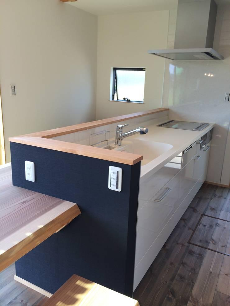 キッチン: TIEN natural comfort design roomが手掛けたキッチンです。