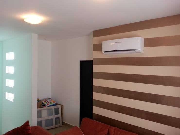 Oporto 416: Salas multimedia de estilo  por VIVAinteriores