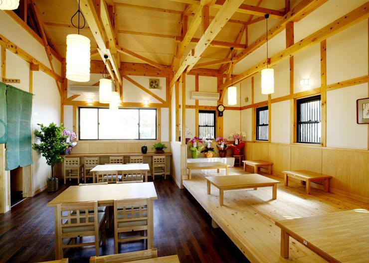 麺亭田吉: 木造トラス研究所・株式会社 合掌が手掛けた家です。