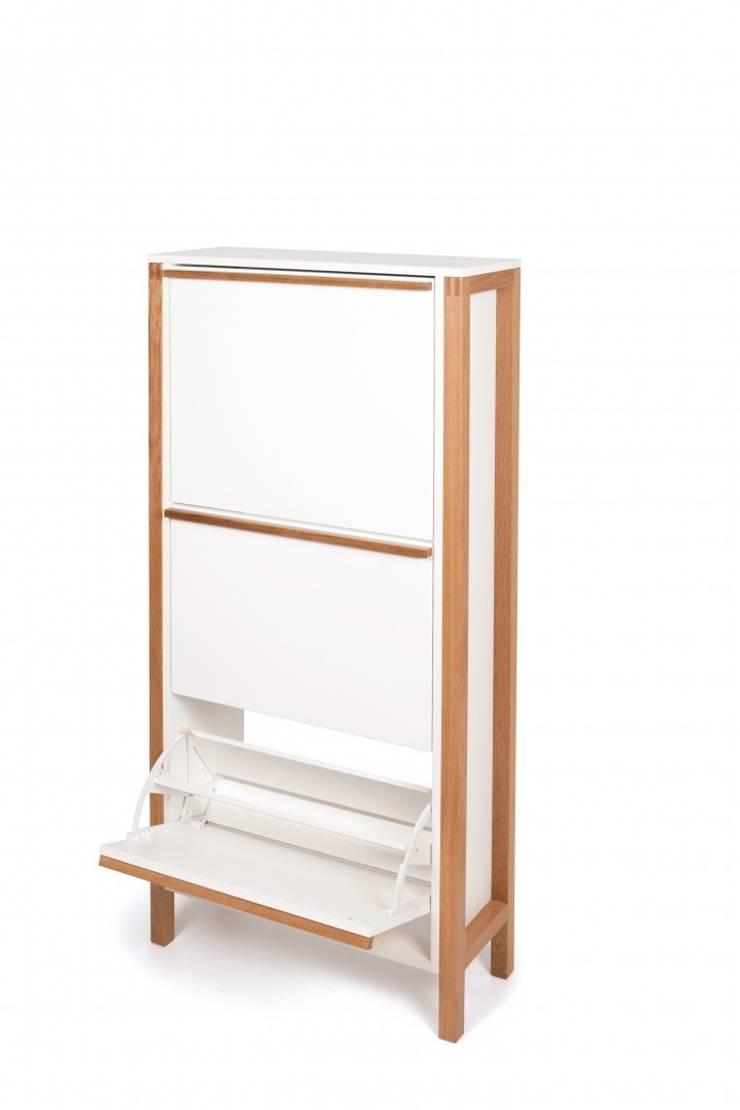Wysoka biała szafka na buty Northgate: styl , w kategorii Korytarz, hol i schody zaprojektowany przez onemarket.pl