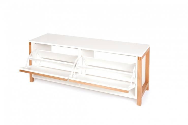 Nowoczesna biała szafka na buty Northgate: styl , w kategorii Korytarz, hol i schody zaprojektowany przez onemarket.pl