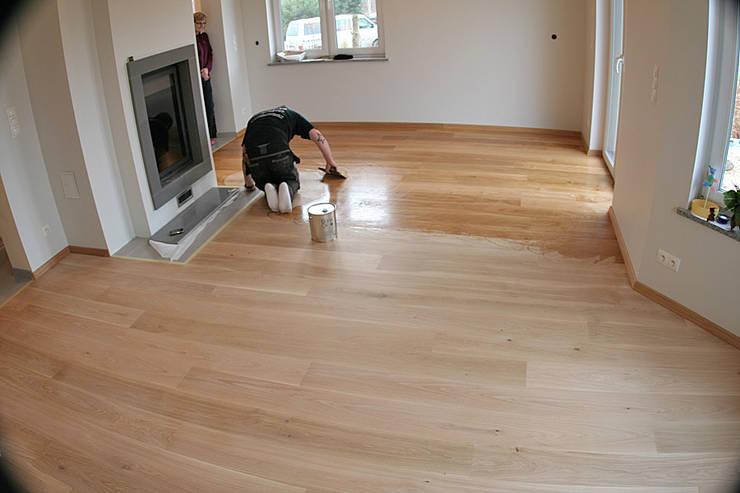 Realizacja podłogi drewnianej w Chynowie koło Zielonej Góry: styl , w kategorii  zaprojektowany przez PHU Bortnowski