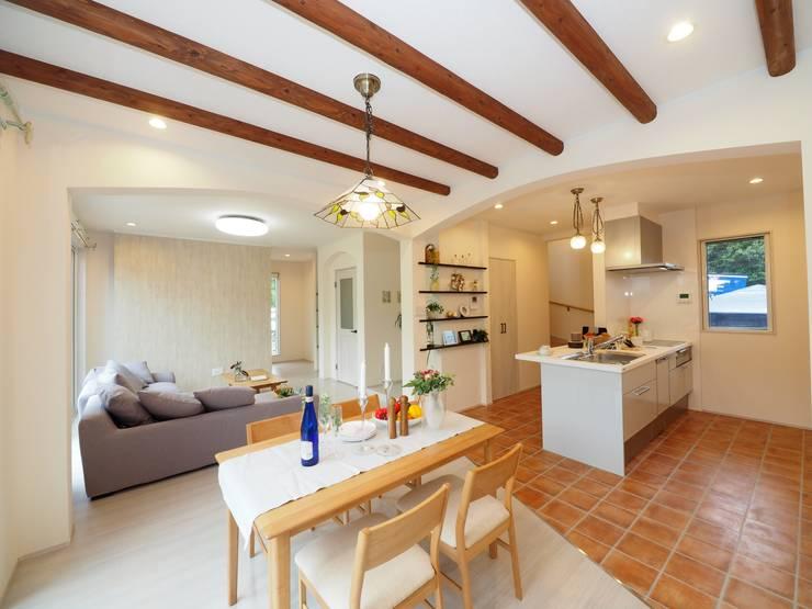 『 南欧の香り漂うすまい 』:  Live Sumai - アズ・コンストラクション -が手掛けた家です。