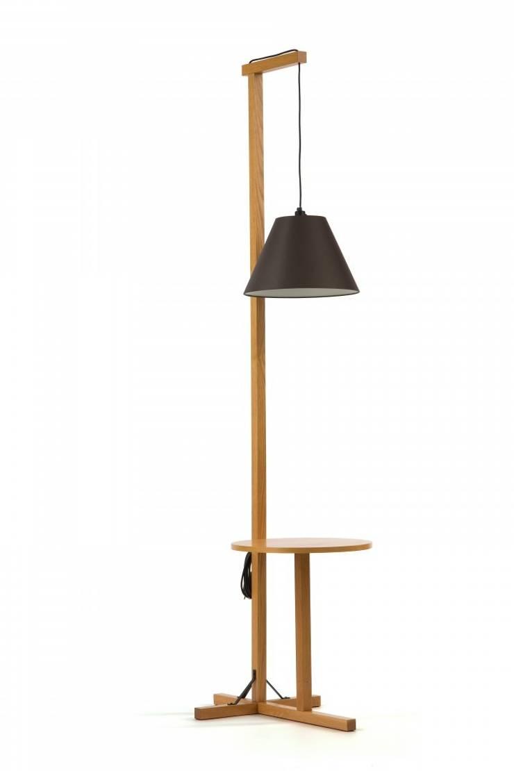 Nowoczesna czarna lampa ze stolikiem w skandynawskim stylu: styl , w kategorii Salon zaprojektowany przez onemarket.pl