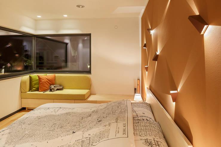 Dormitorios de estilo moderno de Lopez-Fotodesign