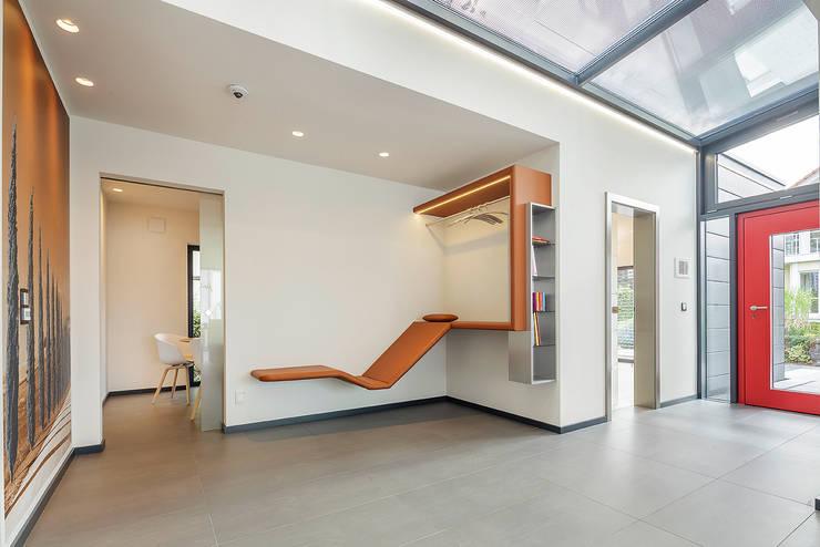 Corredores e halls de entrada  por Lopez-Fotodesign