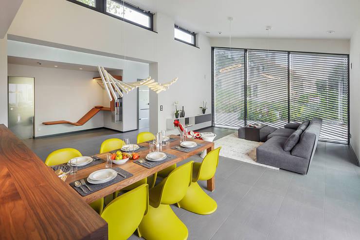 Salas de jantar modernas por Lopez-Fotodesign